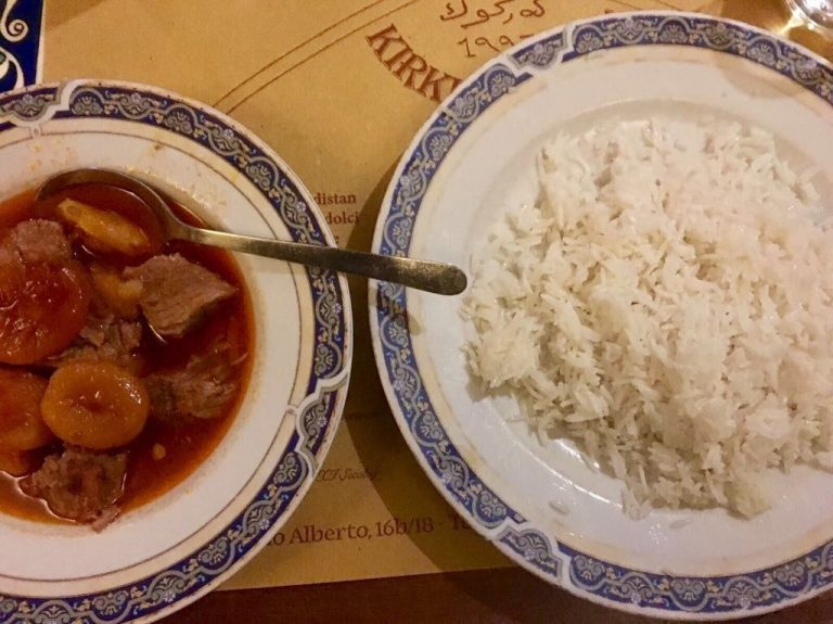 Veal with apricots and rice in Kirkuk Kafe